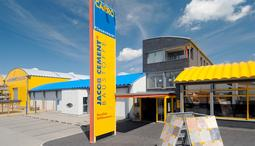 Foto vom Eingang des CARRO Fliesenmarktes in Neubrandenburg